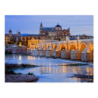 Cartão Postal Ponte e catedral romanas de Mezquita em Córdova