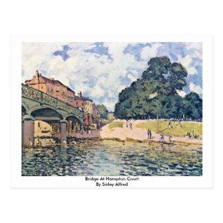 Cartão Postal Ponte no Hampton Court por Sisley Alfred