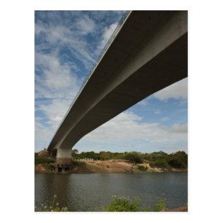 Cartão Postal Ponte que conecta Guyana a Brasil sobre Takutu