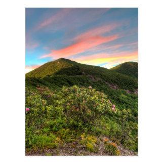 Cartão Postal Por do sol Craggy do pináculo