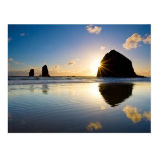 Cartão Postal Por do sol da rocha do monte de feno - praia do