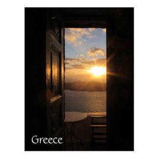 Cartão Postal Por do sol de Santorini através da porta