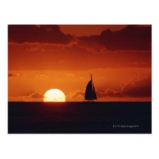 Cartão Postal Por do sol e iate 2
