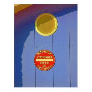 Cartão Postal Porta azul da garagem em France nenhum sinal do