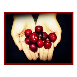 Cartão Postal Punhado de cerejas maduras