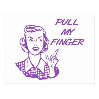 Cartão Postal Puxe meu roxo retro da dona de casa do dedo