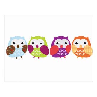 Cartão Postal Quatro corujas coloridas