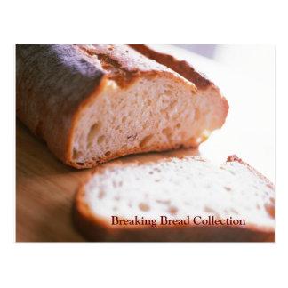 Cartão Postal Quebrando a receita cozida pão do Mac e do queijo