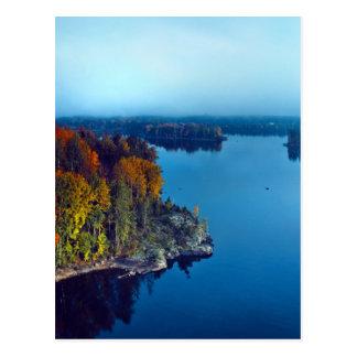 Cartão Postal Queda adiantada no lago em Finlandia do sudeste