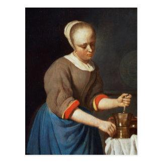 Cartão Postal Rapariga com um pilão e um almofariz
