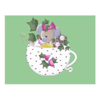 Cartão Postal Rato Pastel no Teacup da hera