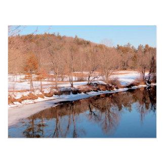 Cartão Postal Reflexões do rio de Ashuelot em fevereiro