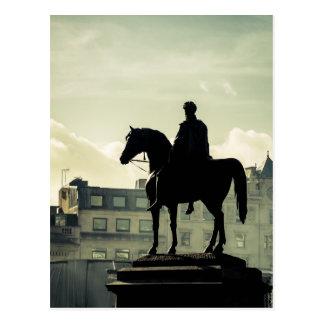 Cartão Postal Rei George IV no quadrado de Trafalgar