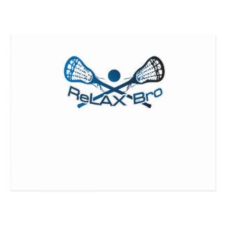 Cartão Postal Relaxe o presente engraçado do jogador do Lacrosse