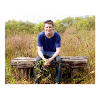 Cartão Postal Retrato graduado com fundo do quadro