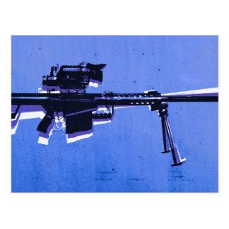 Cartão Postal Rifle de atirador furtivo M82 no azul