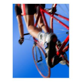 Cartão Postal road on racer racing, em dynamic cycle pesca
