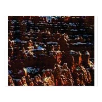 Cartão Postal rochas vermelhas na glória da montanha