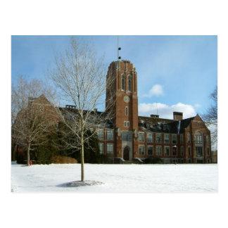 Cartão Postal Rockwell no inverno na faculdade da cidade do