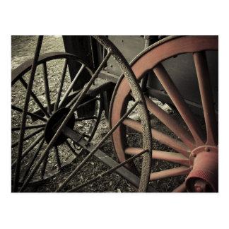 Cartão Postal Rodas antigas do carro da fazenda