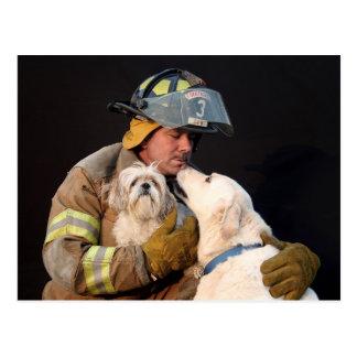Cartão Postal Salvamento do sapador-bombeiro