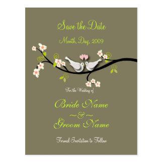 Cartão Postal Salvar as pombas da data+flores cor-de-rosa/cor
