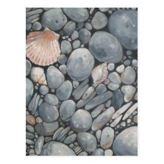Cartão Postal Scallop Shell e pedras pretas