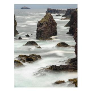 Cartão Postal Seascape e pilhas do mar, Shetland