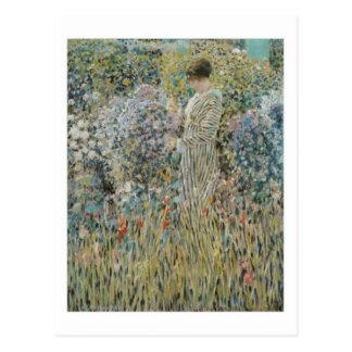 Cartão Postal Senhora em um jardim - Frederick Carl Frieseke