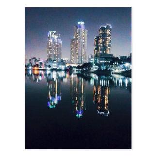 Cartão Postal Seoul na noite sobre o rio