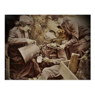 Cartão Postal Servindo café ferido do soldado