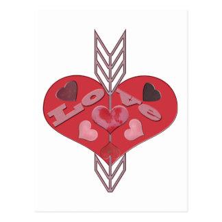 Cartão Postal Seta através dos corações do amor
