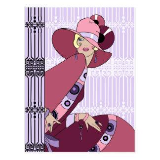 Cartão Postal Shelby, senhora dos anos 30 na lavanda e no vinho