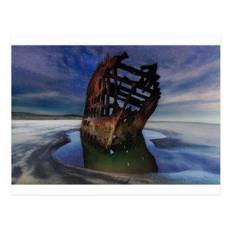 Cartão Postal Shipwreck de Peter Iredale sob o céu nocturno