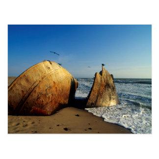 Cartão Postal Shipwreck na praia, costa de esqueleto, Namíbia