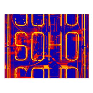 Cartão Postal Sinal de néon de Soho iluminado em Londres
