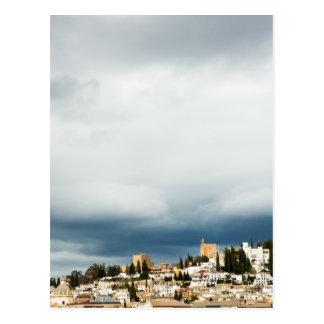 Cartão Postal Skyline da parte histórica de uma cidade em uma