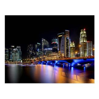 Cartão Postal Skyline de Singapore e a ponte do Esplanade