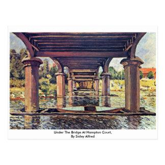 Cartão Postal Sob a ponte no Hampton Court por Sisley Alfred