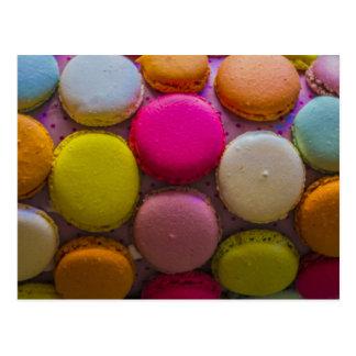 Cartão Postal Sobremesa cozida saboroso colorida de Macarons