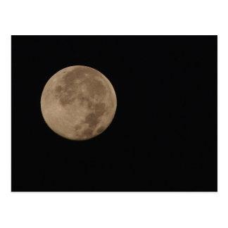 Cartão Postal Solitário - Lua cheia em um céu escuro
