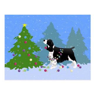 Cartão Postal Spaniel de Springer preto que decora a árvore de