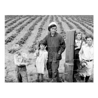 Cartão Postal Sra. Arnold e miúdos - 1939.