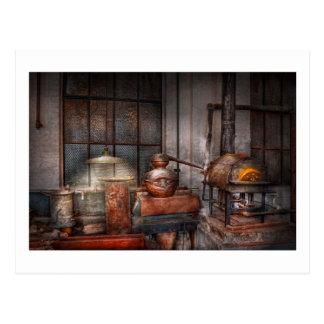Cartão Postal Steampunk - destilaria privada