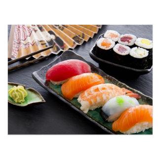 Cartão Postal Sushi e rolos