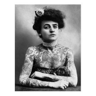Cartão Postal Tatuagens da mulher do retrato da fotografia do