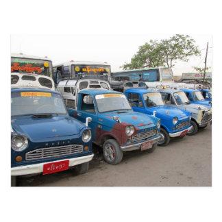 Cartão Postal Táxis azuis velhos de Mazdas