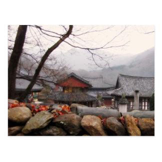Cartão Postal Templo em Coreia do Sul rural, outono