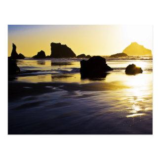 Cartão Postal Tempo crepuscular - rocha da cara, Bandon, Oregon