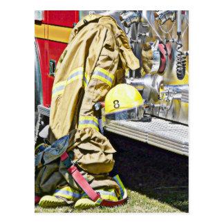 Cartão Postal Terno e caminhão de combate ao fogo do bombeiro